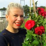 anne-marie jung rode roos van de liefde voor de nederlandse rett syndroom vereniging bij buitengoed de gaard