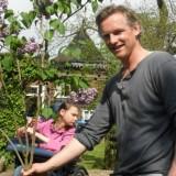 barry atsma plant seringenboom voor nederlandse rett syndroom vereniging bij buitengoed de gaard