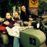 birgit schuurman neemt menina #rett versteeg mee voor een motorritje bij buitengoed de gaard leudal limburg