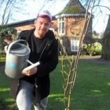 johnny de mol plant rett-e-ke-tet magnolia voor menina versteeg en de nederlandse rett syndroom vereniging bij buitengoed de gaard