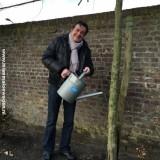 johnny kraaijkamp koestert zijn 'de lei-beuk-d'erin' boom bij buitengoed de gaard