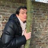 met liefde, de 'lei-beuk d'erin' boom  voor de meisjes met rett syndroom door johnny kraaijkamp bij buitengoed de gaard