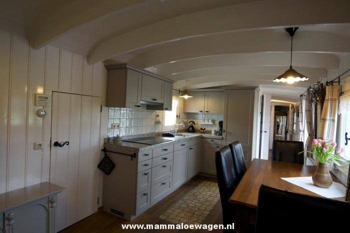Steigerhout Hoekbank Keuken  Houten keuken hoekbank de van massief elzenhouten op maat is