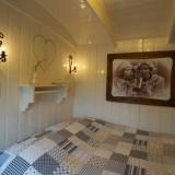 slaapkamer in super de luxe pipowagen mammaloe (limburg) foto harrie bos