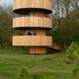 uitkijktoren voor wandelaard  st limburgs landschap weerterbos foto henk heijligers
