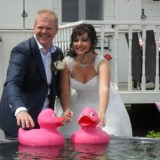 bruidsfoto's ilona en martijn bij hot-tub mammaloewagen buitengoed de gaard