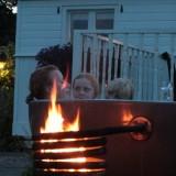hot-tub bij mammaloewagen genieten van een warm bad bij zonsondergang buitengoed de gaard