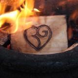 vuur in houtgestookte hot-tub vakantiehuisje-pipowagen buitengoed de gaard
